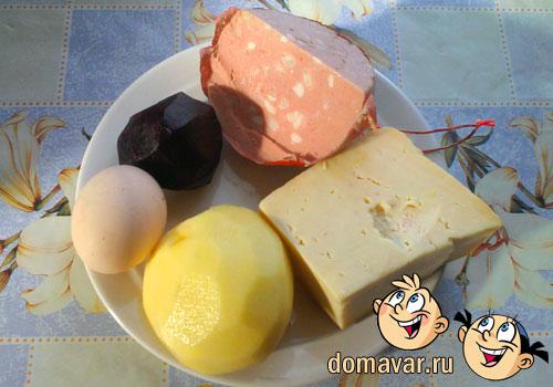 Салат из варёной колбасы с сыром
