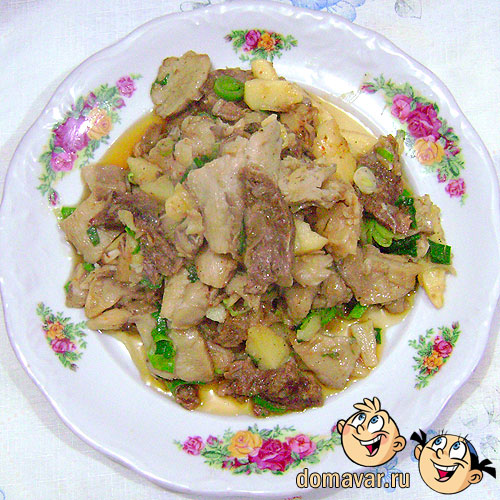 Грибы тушёные с мясом и картофелем