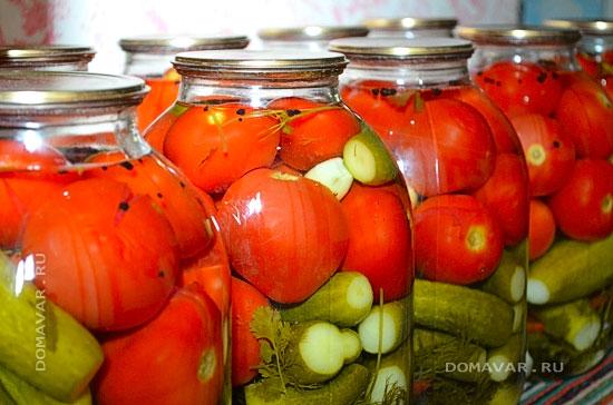 Маринованные огурцы с помидорами на зиму приготовление