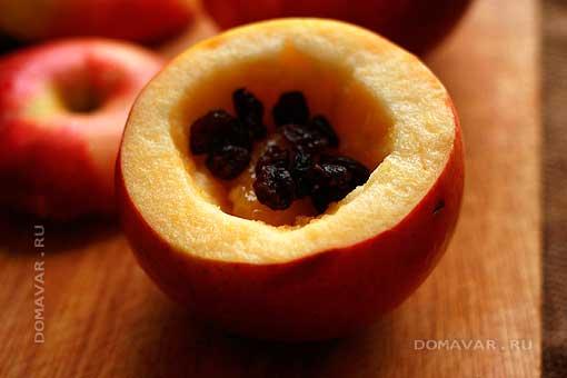 Фаршированные яблоки с изюмом в мультиварке