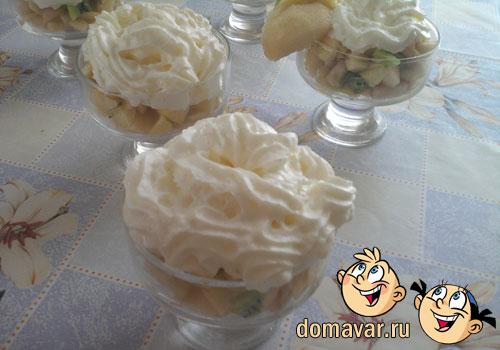 Фруктовый десерт со сливками