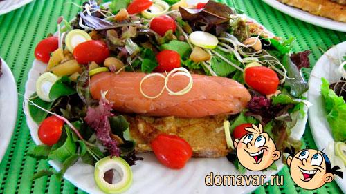 Рулетики из копченого лосося с салатом