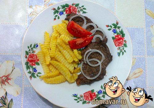 Отбивные из говядины с жареной картошкой