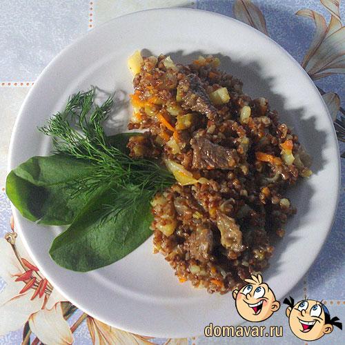 Тушеное мясо с гречкой на сковороде
