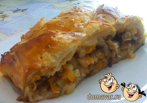 Вкусный пирог с морковью из слоёного теста