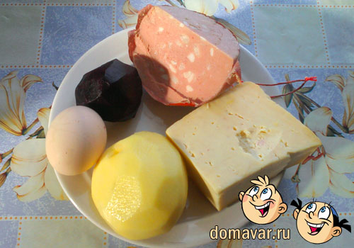 Салат из варёной колбасы с сыром и со свеклой