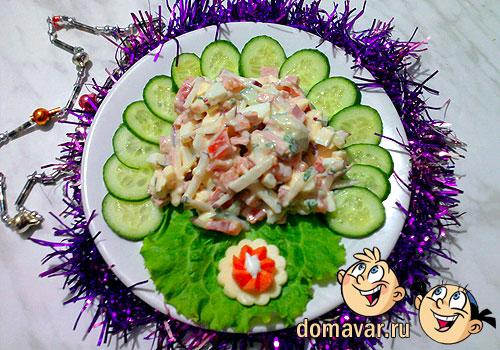 Овощной салат с колбасой и сыром