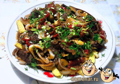 Жареное мясо в соевом соусе с картофелем фри