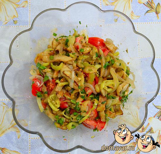 Теплый салат из баклажанов и овощей