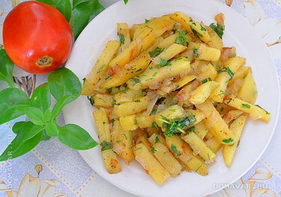 Тушеная картошка с зеленью