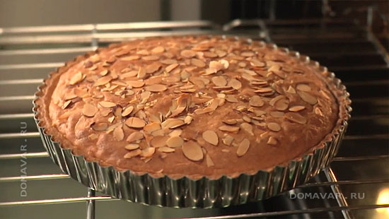 Черничный пирог с миндалем