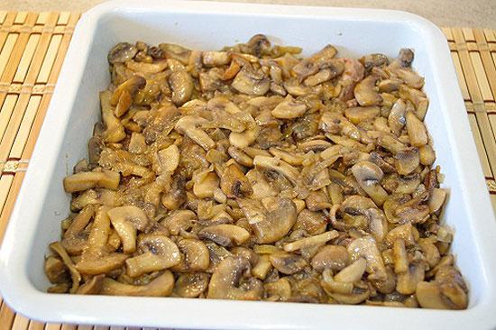 Запеченная свинина с грибами в духовке