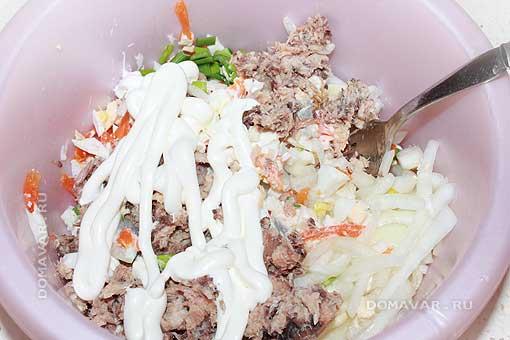 Вкусный салат из рыбных консервов