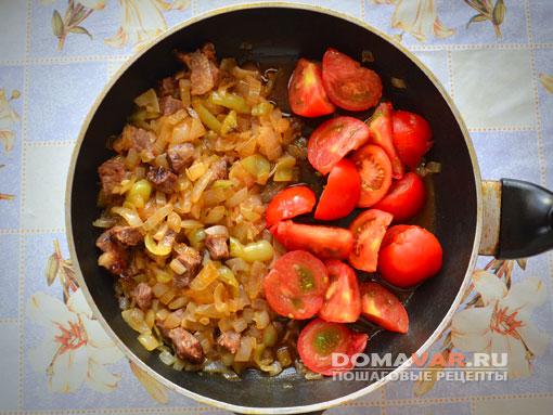 Тушеное мясо с помидорами